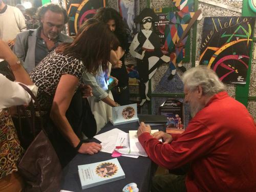 """Claudio Naranjo firma le copie di """"Viaggio di guarigione"""", Roma 2016"""